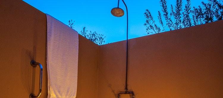 Oudtshoorn-De-Zeekoe-Shower-01